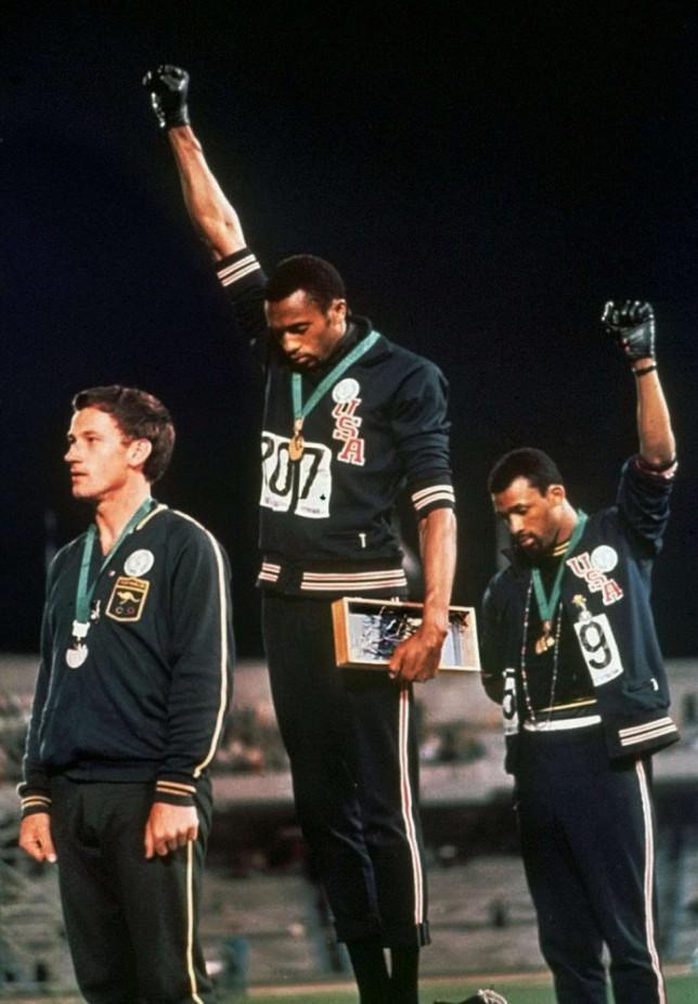 L'Histoire officielle a parfois mauvaise vue – Travail sur l'image de Carlos et Smith, poings gantés, aux Jeux Olympiques de 1968